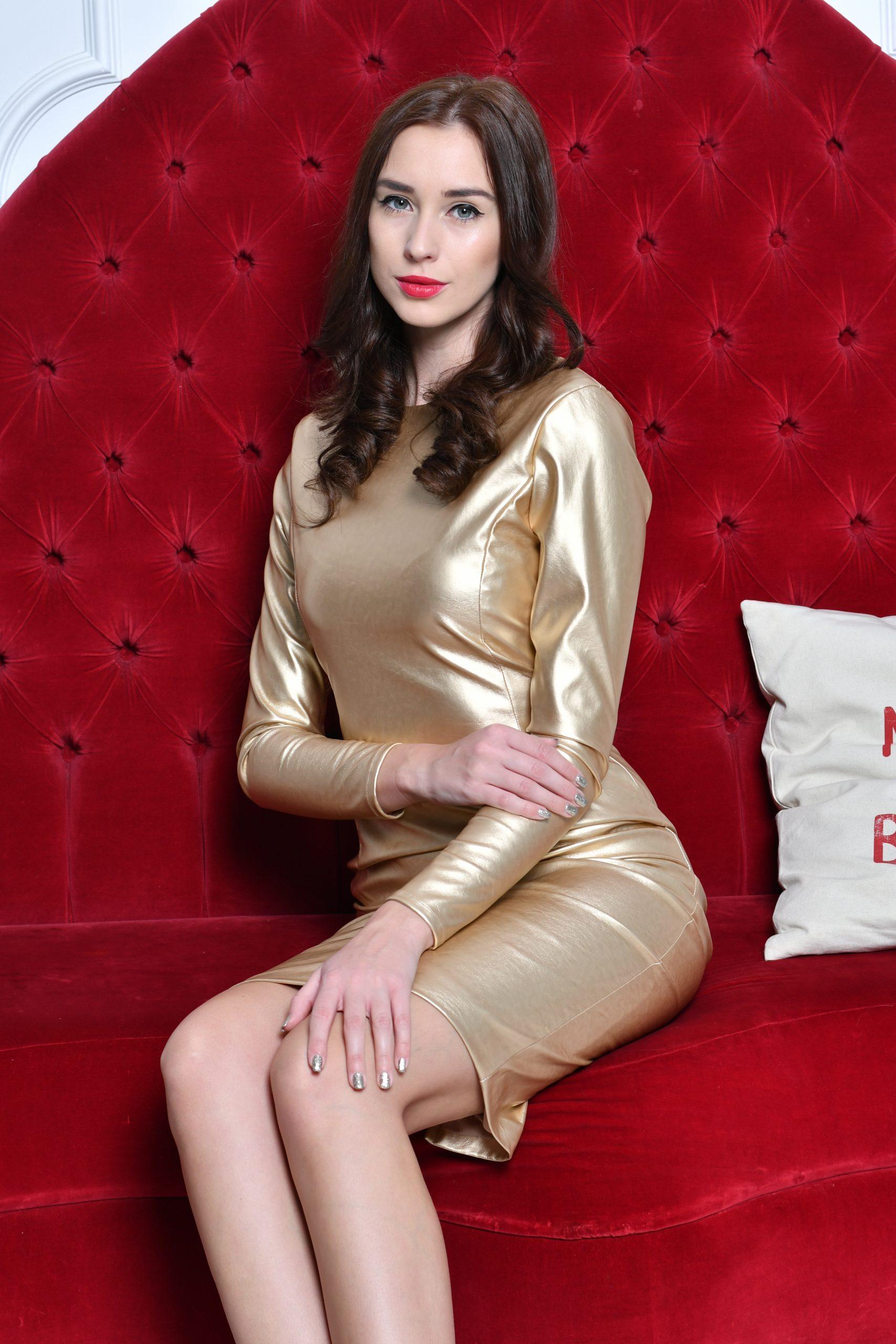 Golden Dress1)